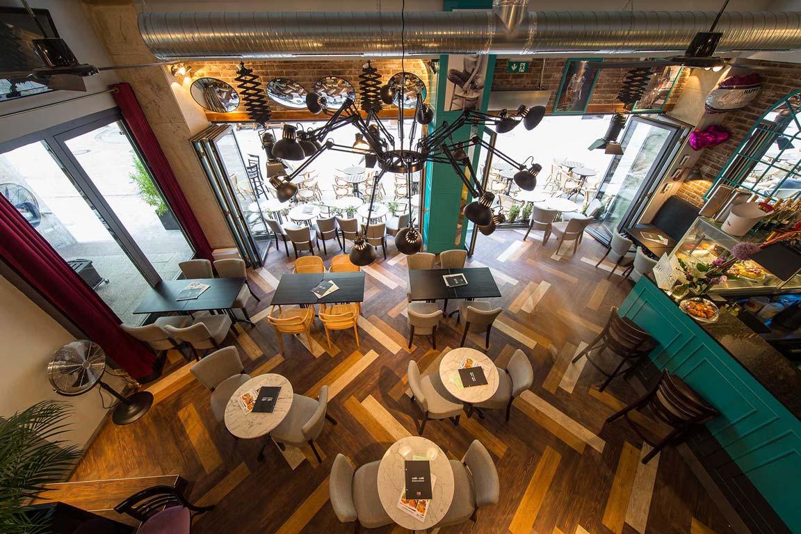 CAFÉ CAFÉ, Stare mesto BA